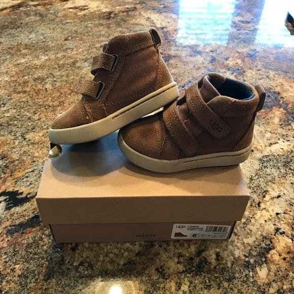 01283f07203 Toddler boy UGG boots